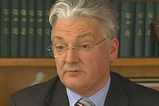 Committee chair Peter Dunne