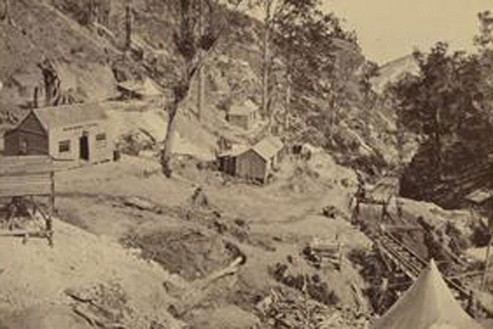 Moanataiari in its mining days (Te Papa)