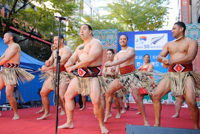 Te Arawa Maori Group performs 'Gangnam Style'