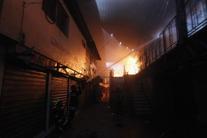 Firefighters try to extinguish a fire which broke out at Comayaguela market in Tegucigalpa (Reuters)
