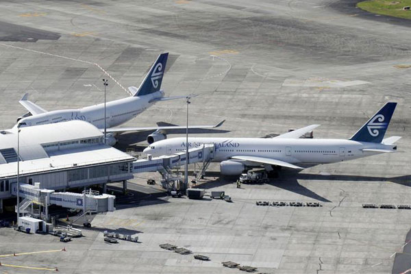 Planes at Auckland Airport