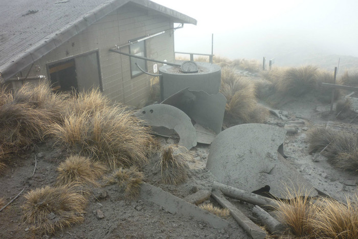 Ketetahi Hut's water tanks were smashed by debris