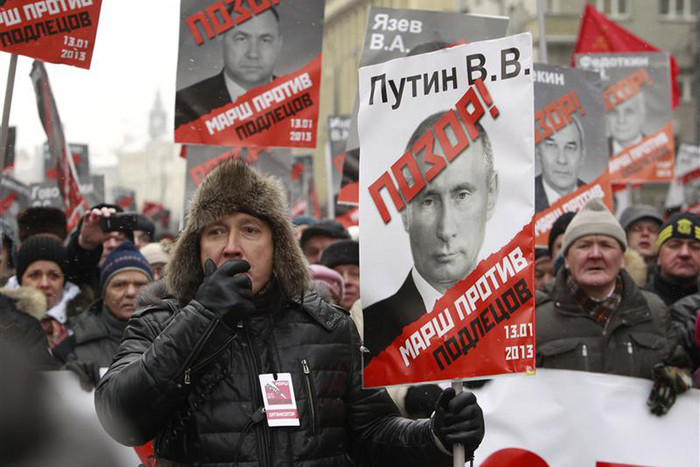 Demonstrators in Moscow protest a ban on Americans adopting Russian children (Reuters)