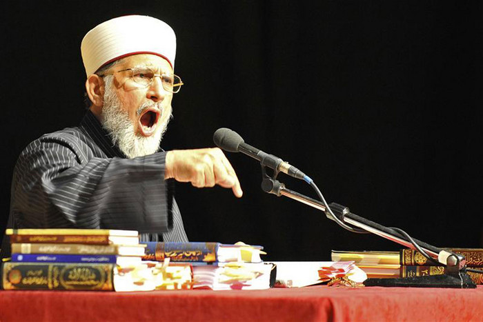 Preacher Muhammed Tahir ul-Qadri addresses muslims during Al Hidayah, a youth camp at Warwick University in Coventry, central England (Reuters)