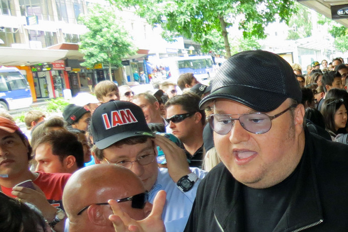 Kim Dotcom talks with media and supporters on Queen St, Auckland (Photo: 3 News/Will Pollard)