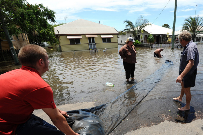 Residents evacuate before Bundaberg gets flooded by the Burnett river (AAP)