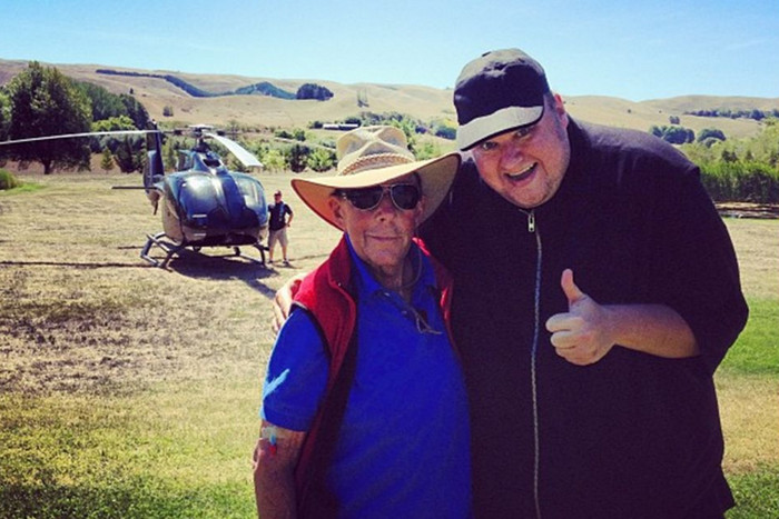 The broadcasting legend with Dotcom (pic: Twitter)