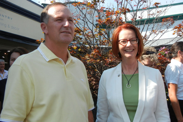 Prime Minister Julia Gillard and New Zealand's Prime Minister John Key walk around Arrowtown, New Zealand (AAP)