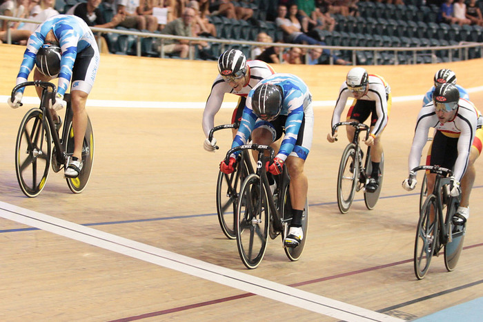Simon van Velthooven, centre, wins the Keirin race (photosport)