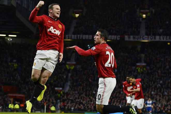Manchester United's Wayne Rooney, left, celebrates a goal with Robin van Persie (Reuters file)