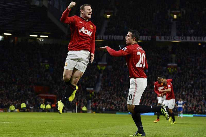 Manchester United's Wayne Rooney, left, celebrates with Robin van Persie… a win today will have the whole team going nuts as they life the English Premier League title. (Reuters file)