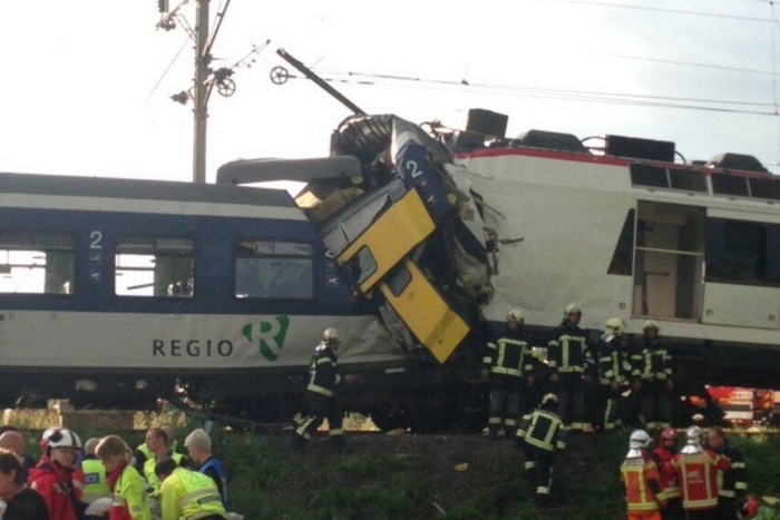Two trains collided head-on (Photo: Geoffrey Hulsens)