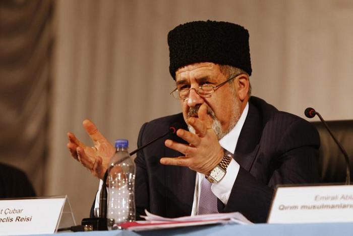 Crimean Tatars' assembly leader Refat Chubarov speaks at the Kurultai (Reuters)