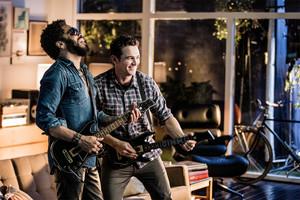 Lenny Kravitz and James Franco play Guitar Hero Live