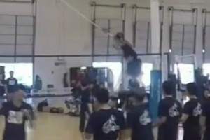 Video: Volleyball player shows off freakish leaping ability