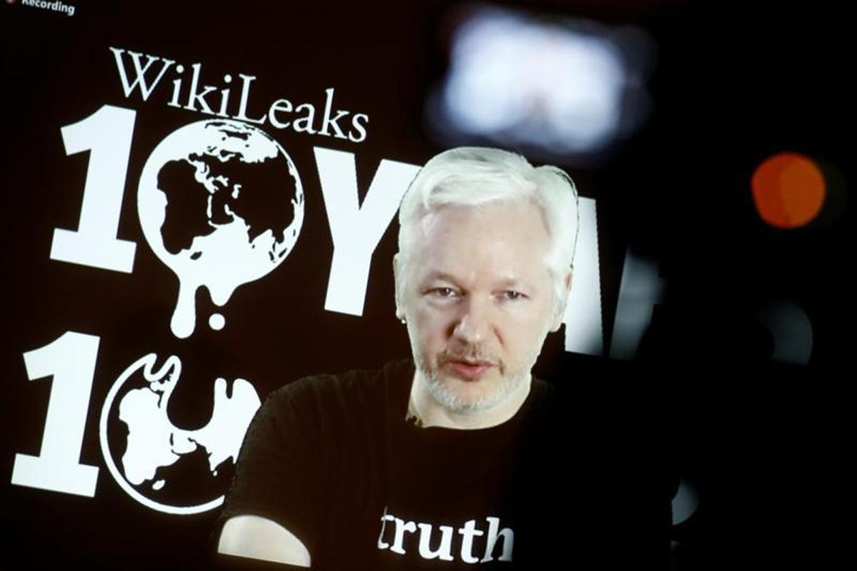 Ecuador reaffirms support for Julian Assange after internet access 'severed'