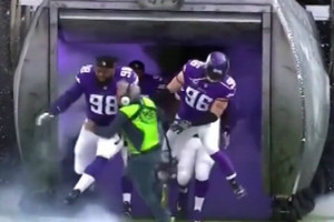 Video: NFL sound tech gets smashed by Minnesota Viking offensive tackle