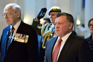 King Abdullah II with Rear Admiral David Ledson at the National War Memorial in Wellington (Getty)