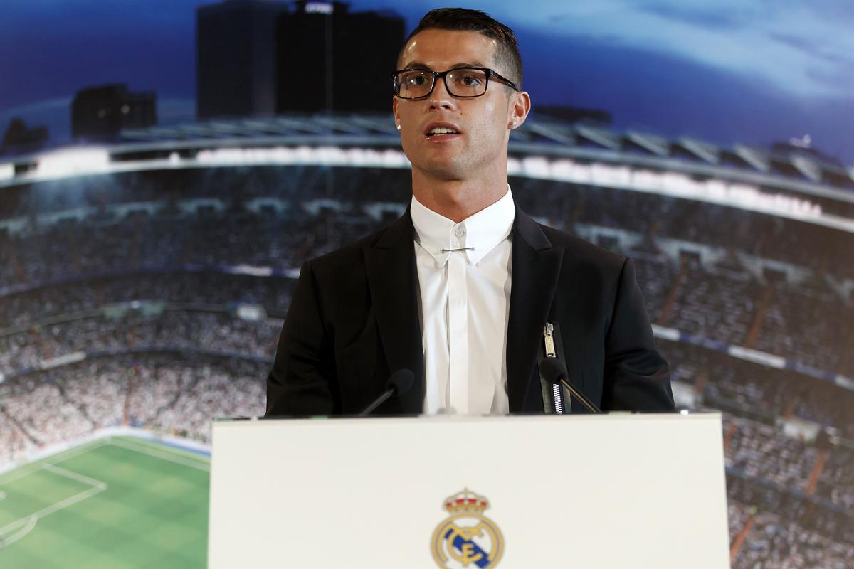 Ronaldo signs rumoured record-breaking deal
