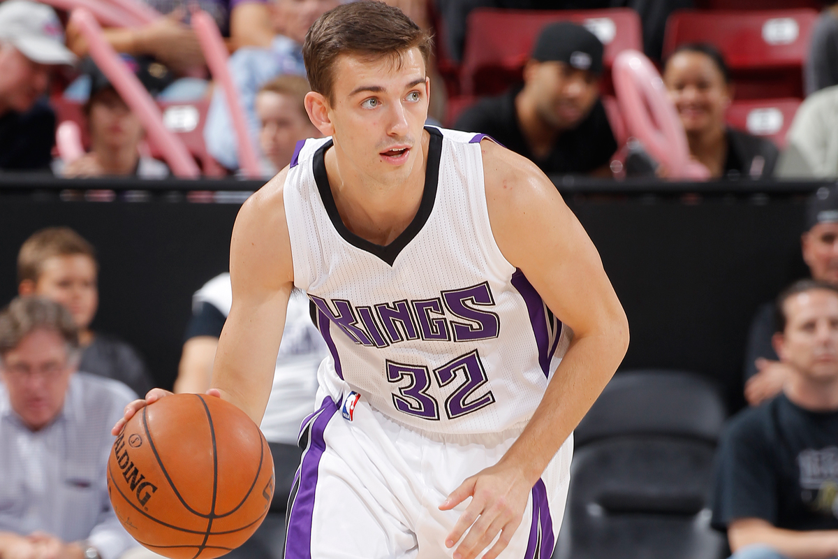 Son of NBA great signs with Breakers