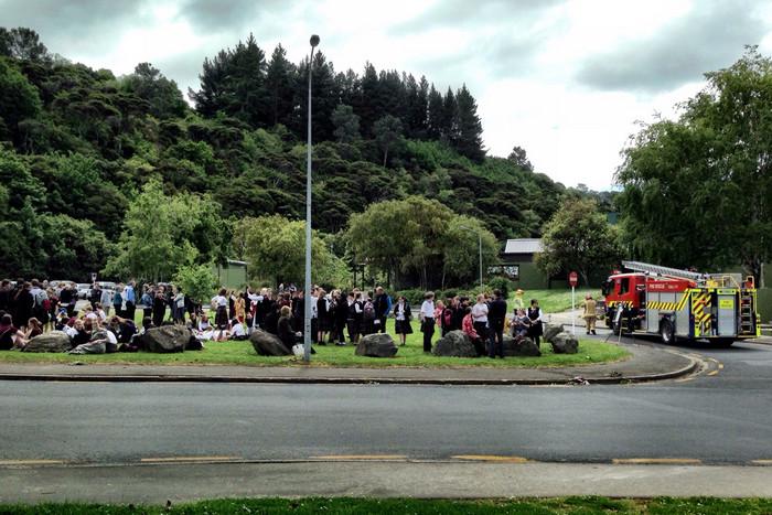 Students evacuated outside at Dunedin's Logan Park High School following the nationwide 'bomb threats' (Newshub.)