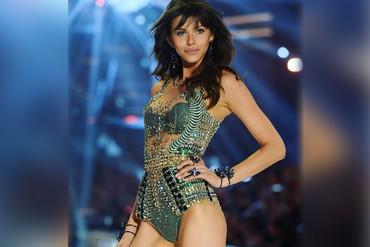 Kiwi Georgia Fowler at the 2016 Victoria's Secret Fashion Show in Paris (Instagram.com)