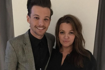 Louis Tomlinson and his mother Johannah Deakin before the Brit Awards earlier this year (Louis Tomlinson / Instagram)