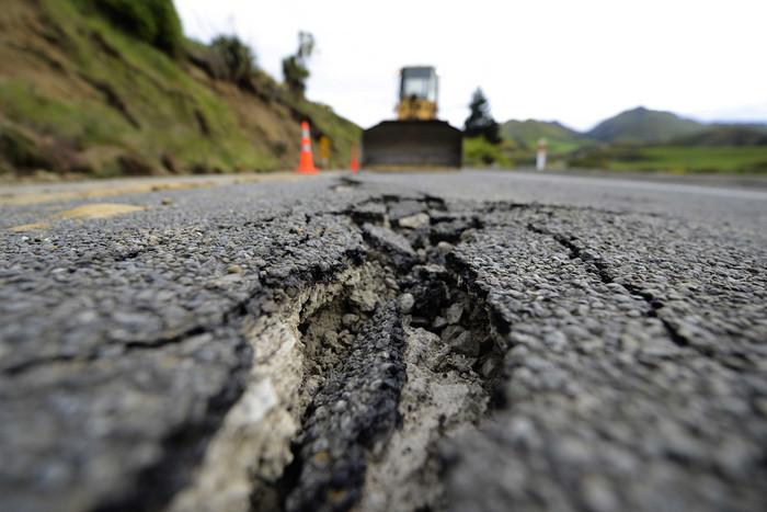 An earthquake-damaged Kaikoura road. (Getty)