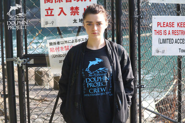 Maisie Williams protests the dolphin hunt (Maisie Williams/Twitter)