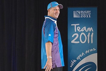 John Key struts his stuff (file)