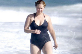 Amy Schumer in a black swimsuit (Instagram.com)