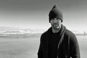Jason Statham at Piha beach (Jason Statham / Instagram)