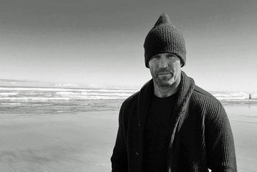 Jason Statham at Piha beach (Jason Statham / Instagram)