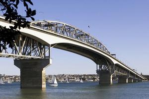 Auckland breakdown causes 18km traffic jam