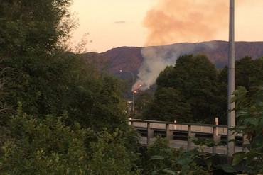 The fire can be seen from the Hutt River in Upper Hutt (Alex Baird / Newshub.)