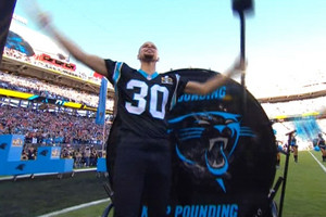 Video: Steph Curry bangs Panthers drum at Super Bowl 50