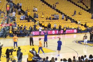 Video: Curry hits five straight shots from half-court