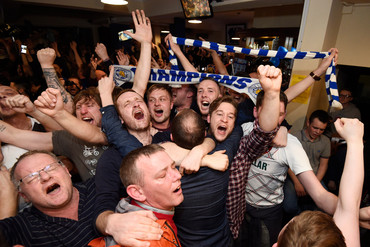 Leicester City supporters celebrate (AAP)