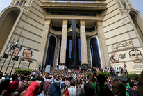 Journalists protest outside the Press Syndicate in Cairo (Reuters)