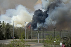 Cooler weather, rain could ease Canadian wildfire