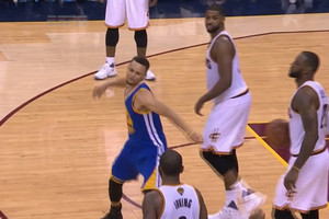 Video: Curry throws mouth guard at fan after fouling out