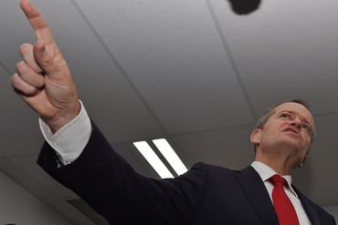 Leader of the Opposition Bill Shorten visits a Labor campaign office as part of the 2016 election campaign (AAP)