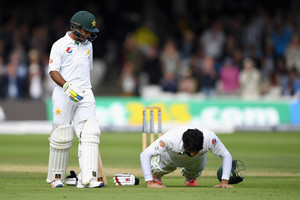 Video: Pakistan's Misbah celebrates century at Lord's with press-ups