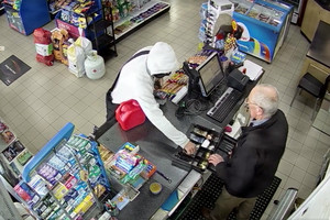Video: 'Confident' crook holds up petrol station