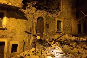Strong earthquake rocks Italy
