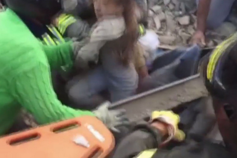 Italian girl rescued (ITA)