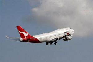 Qantas staff get up to $3k bonus after record profit