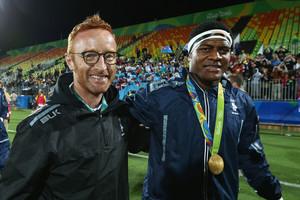 Gold medalists Ro Dakuwaqa of Fiji and Fiji head coach Ben Ryan (Getty Images)