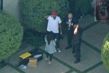 Chris Brown talking with police outside his house (Twitter)