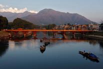 Kashmiri boatmen extract sand from the Jhelum river in Srinagar (Reuters)